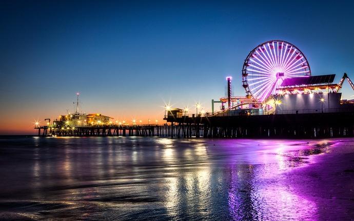 Los-Angeles-beach-at-night